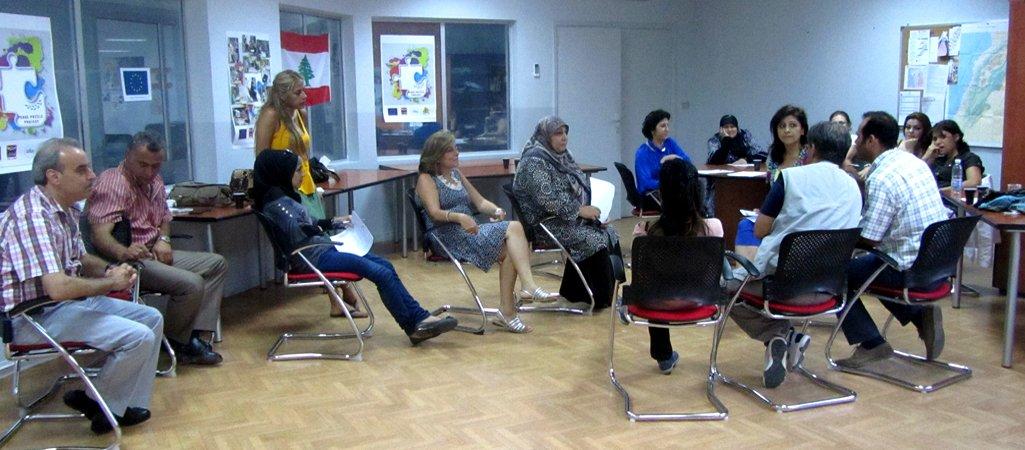 I formatori dell'Associazione per la Pace aiutano alla formazione degli insegnati per i programmi di riconciliazione in Libano